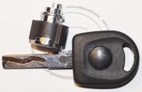 Личинка бардачка (замок бардачка) для Audi / Ауди в комплекте с ключом зажигания.