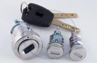 Комплект личинок Fiat Ducato / Фиат Дукато: замок зажигания, замок левой двери, замок задней двери, 2 ключа зажигания.